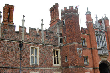 Hampton Court, physical setting from which description of Greenwich Palace was created
